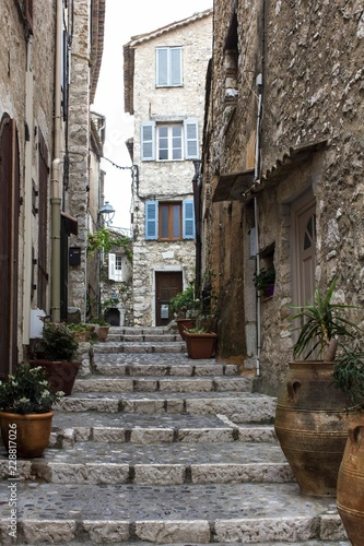Fototapeten Schmale Gasse small pedestrian alley on Saint Paul De Vence, France