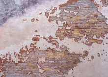 Empty Distressed Brick Wall Te...