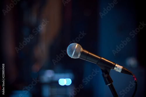 Plakat Mikrofon w sali koncertowej
