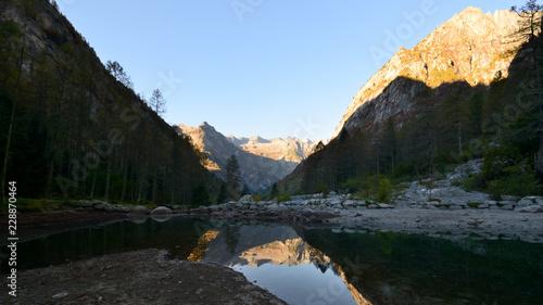 Photo Autumn reflections in Val di Mello