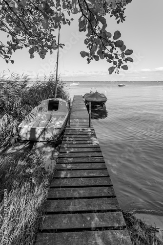 Photo  LACANAU (Gironde, France), ponton sur le lac