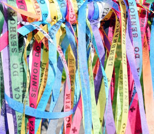 Deurstickers Paradijsvogel Brazilian ribbons - fita do senhor do bonfim