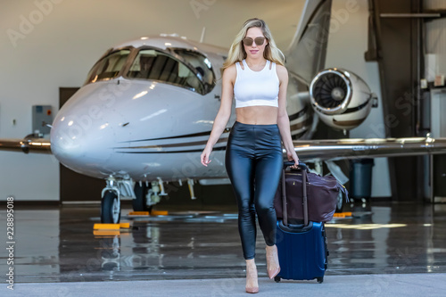 Fotografía Glamorous Blonde Model Travels On A Private Jet For Her Vacation