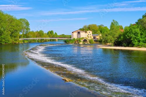 Photo Dole roemische Bruecke und Fluss Doubs  in Frankreich - Dole old roman bridge an