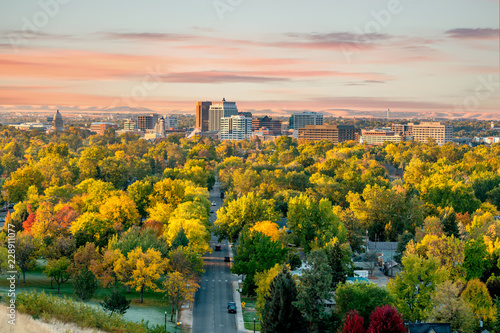 Photo Beautiful little city of Boise Idaho with autumn trees abound