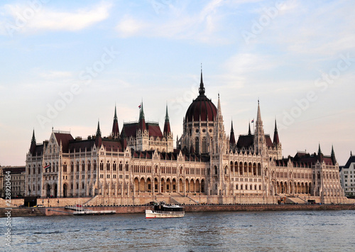 Fotografie, Obraz  hungarian parliament in budapest illuminated by the sun at sunset