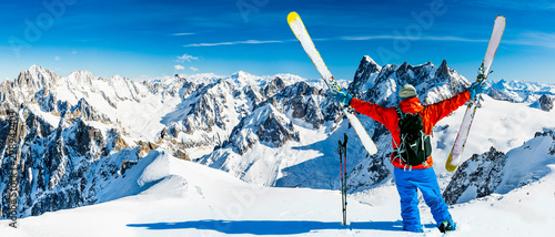 Spoed Foto op Canvas Wintersporten Skiing Vallee Blanche Chamonix with amazing panorama of Grandes Jorasses and Dent du Geant from Aiguille du Midi, Mont Blanc mountain, Haute-Savoie, France