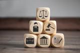 Würfel mit Recht Rechtssymbole Law