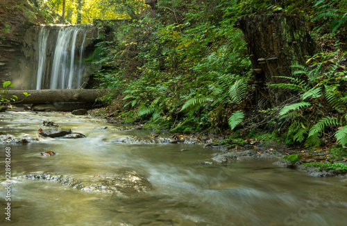 Foto  Waterfall at the spa garden in the german city Heilbad Heiligenstadt