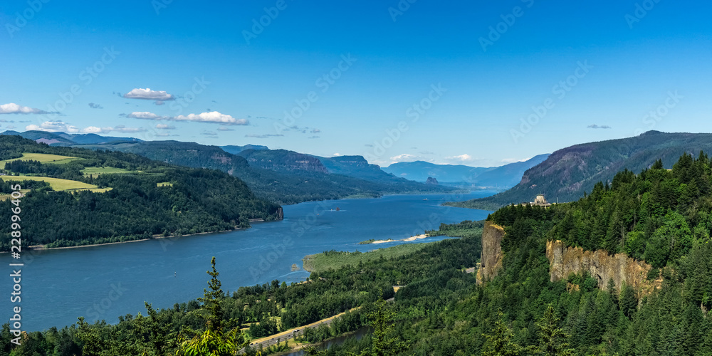 Fototapety, obrazy: Scenic overlooking view at the Columbia River Gorge from the Portland Women Forum, Oregon, USA.