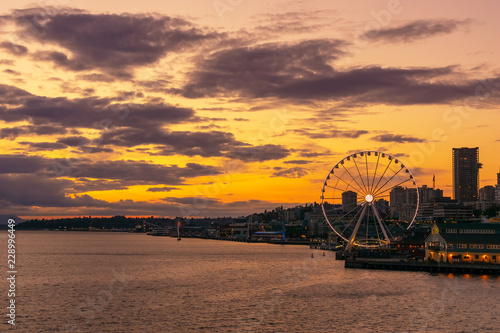 Платно Vibrant and colorful Seattle skyline waterfont with the Great or Ferris Wheel at sunset or dusk from Elliott Bay, Washington state, USA