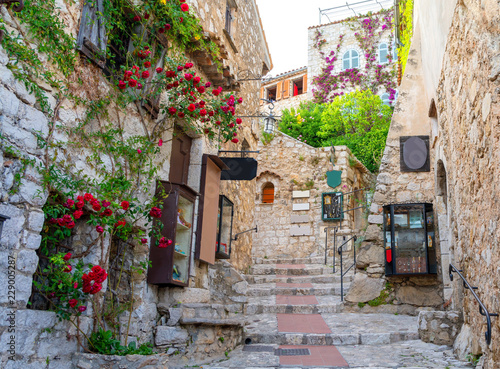 Fototapeten Schmale Gasse narrow street in medieval Eze on cote d'azur, french riviera, France