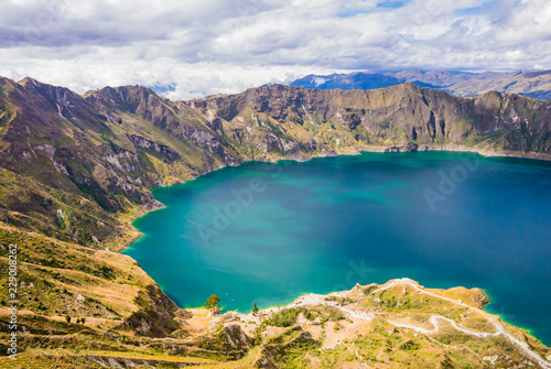 In de dag Zuid-Amerika land Amazing view of Quilotoa lagoon, volcanic crater lake in Ecuador