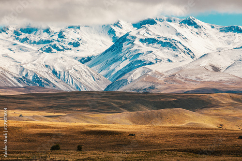 Valokuva  New Zealand scenic mountain landscape shot at Mount Cook National Park