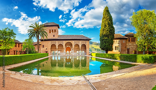 Palace in the famous Alhambra in Granada, Spain Fototapet
