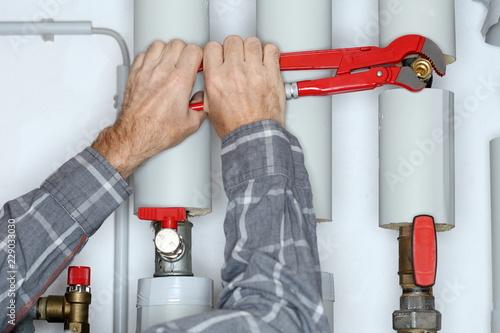 verschrauben eines ventils