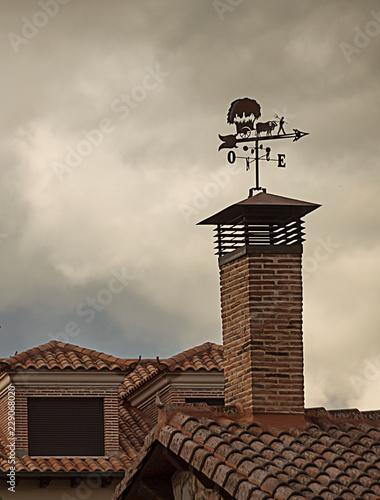 Papiers peints Vin Detalle arquitectural con una chimenea y veleta