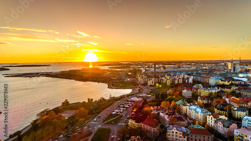 Obraz na plátne Aerial sunset view of beautiful city Helsinki