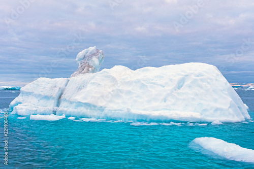 Spoed Foto op Canvas Arctica Dramatic Colors in the Arctic Waters