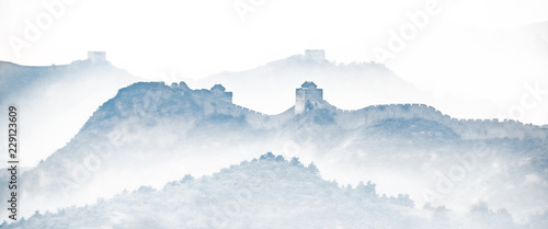 Montage in der Fensternische Chinesische Mauer Great Wall of China silhouette