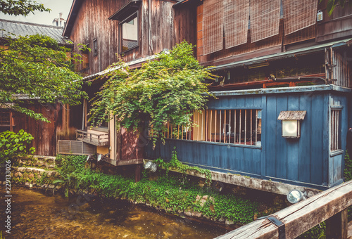 Poster Asia land Traditional japanese houses on Shirakawa river, Gion district, Kyoto, Japan