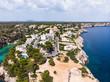Luftaufnahme, Bucht Cala Pi, Strand und Felsenküste, Tore de Cala Pi, Gemeinde Llucmajor, Mallorca, Balearen, Spanien