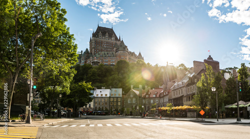 Papiers peints Con. ancienne A Beautiful view of Chateau Frontenac in summer Quebec City, Canada
