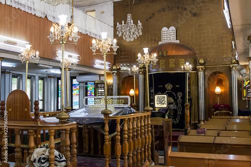 Fotografía The interior of the synagogue Brahat ha-levana in Bnei Brak