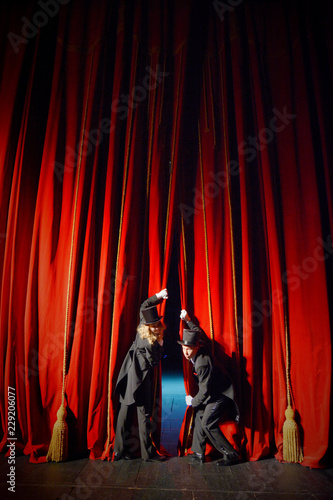 Stampa su Tela  Actor and actress in tuxedos close the theater curtain