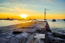Coucher De Soleil Sur Le Port De San Cristobal Aux Galapagos