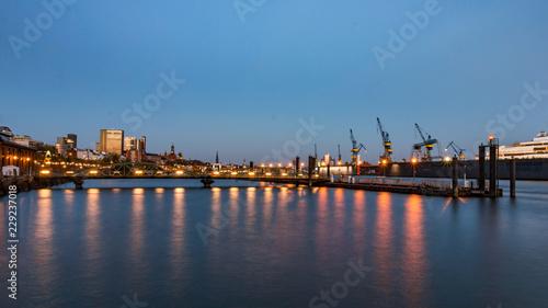 Plakat Port wieczorem w północnej części Hamburga