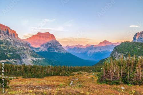Foto  Alpine Landscape as seen from Hidden Lake Trail