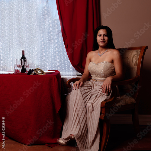 Fotografía  Classy Latin Woman Waiting for a Dinner Date