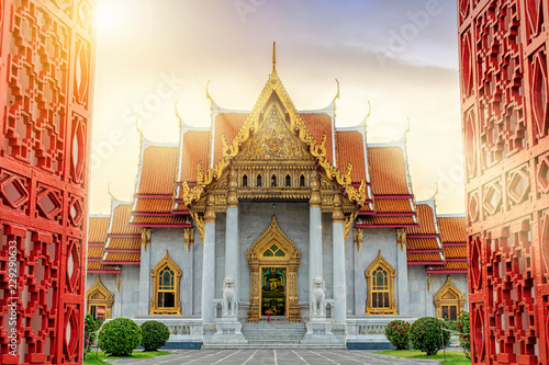 Tuinposter Bedehuis Marble Temple of Bangkok, Thailand. The famous marble temple Benchamabophit.