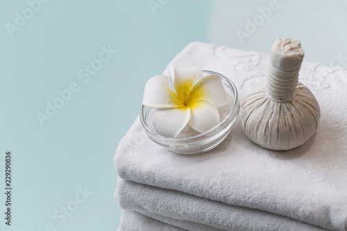 Spa set with spa balls and flower