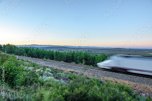 Fotografía  Railway and blurred fast train in the country