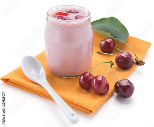 Yogurt nel vasetto di vetro alla ciliegia