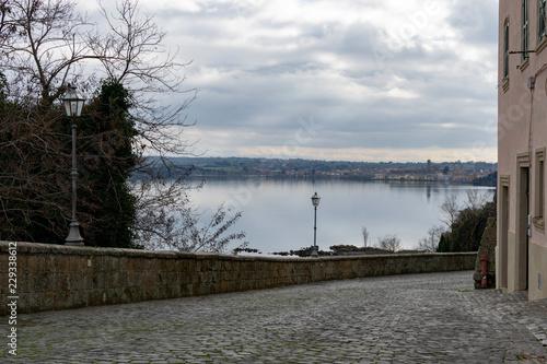 Fototapeta  Veduta di Marta da Capodimonte, sul lago di Bolsena