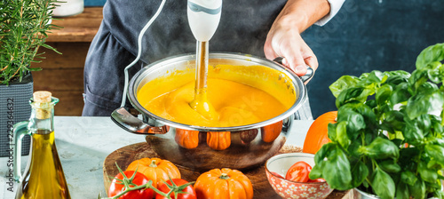 Photo Pumpkin pureed for soup with blender