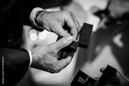 Photo  Passer la bague au doigt