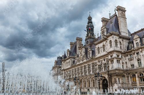 Zdjęcie XXL burza nad ratuszem w Paryżu, Francja