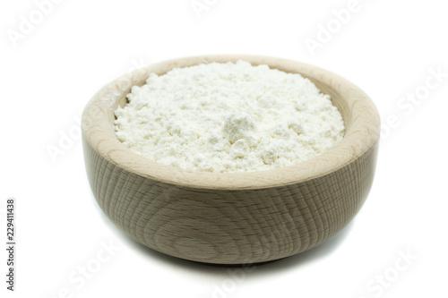 Mehl in Holzschale freigestellt isoliert freistehend