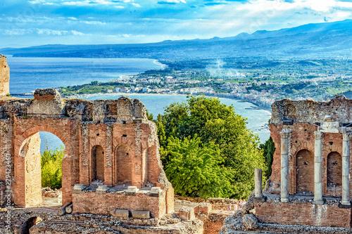 Платно Griechisches Theater von Taormina - Bucht von Giardini-Naxos - Sizilien
