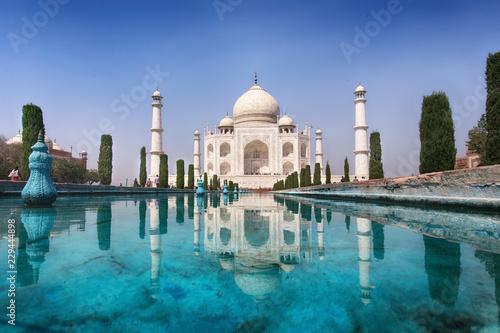 Naklejka premium Wspaniały Taj Mahal. Symbol miłości.