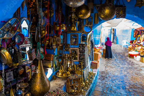 Poster Maroc Gift shop in blue medina of the Chefchaouen, Marocco in Africa