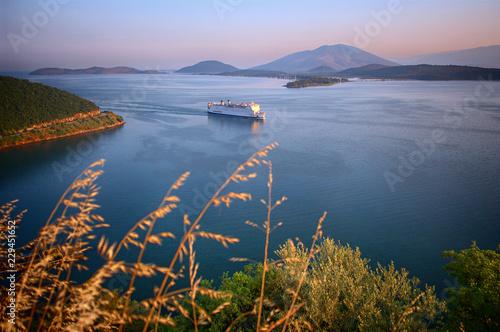 Fotografía  Ship Sails Along The Coast