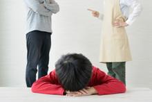 夫婦喧嘩に失望する子ども