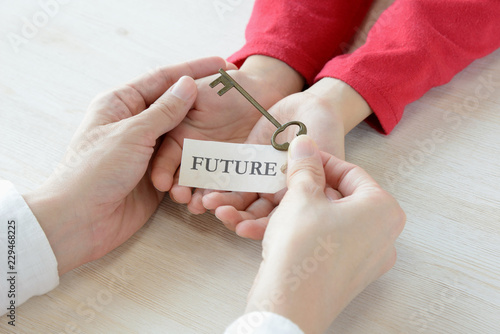 Photo 親から子へ未来の鍵を託す