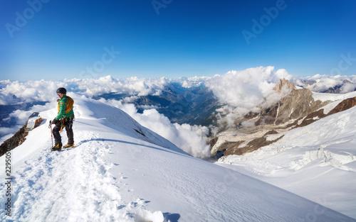 Foto auf Gartenposter Gebirge Trekking to the top of Mont Blanc mountain in French Alps