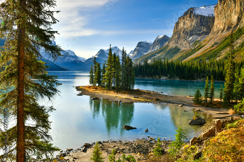 Valokuva  View Beautiful Spirit Island in Maligne Lake, Jasper National Park, Alberta, Ca
